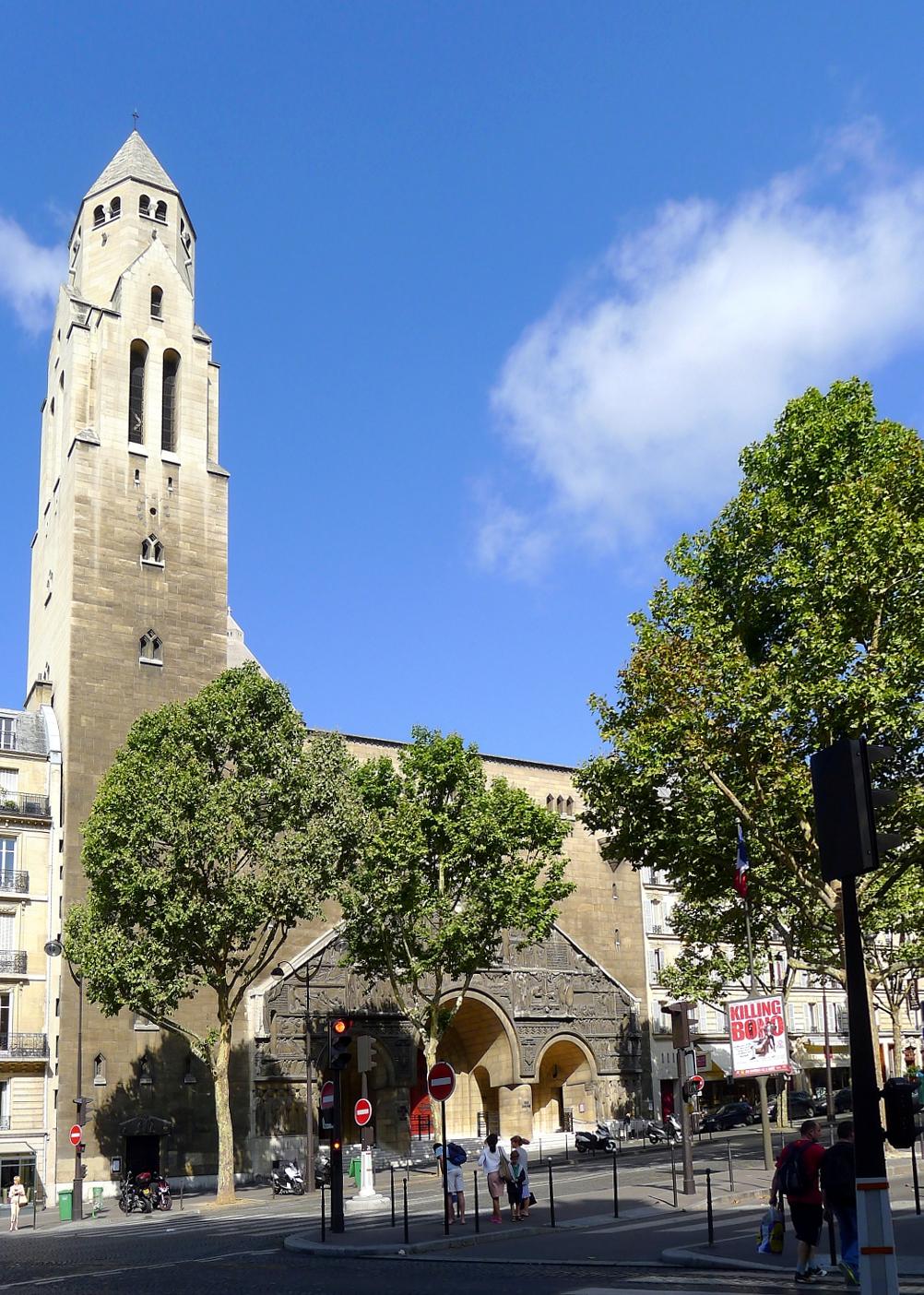 Колокольня собора Сен-Пьер де Шайо