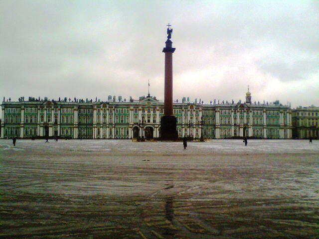 Дворцовая площадь в марте